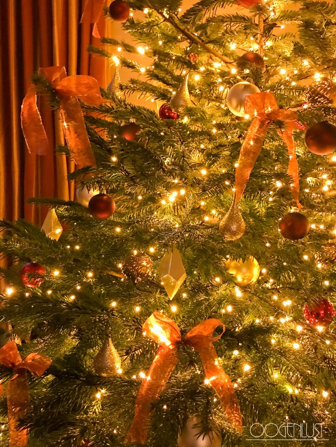 Detail kerstboom strikken
