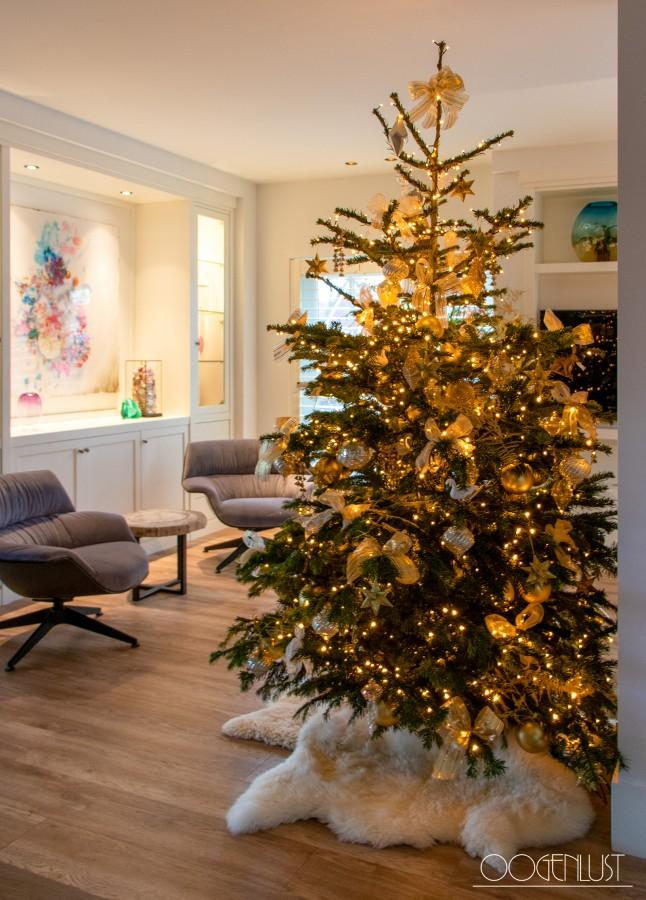 Kerstboom met schapenvacht