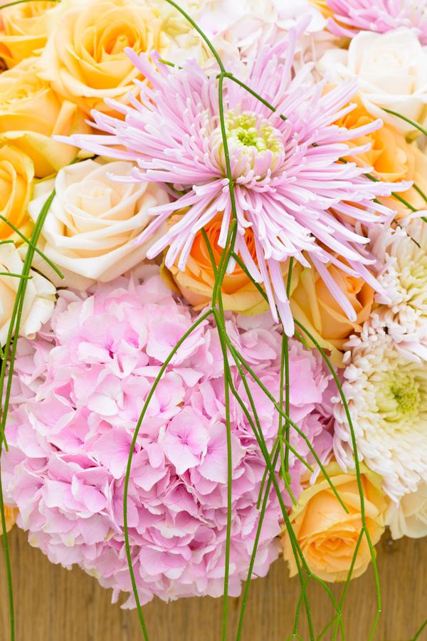 Zuil met bloemwerk close